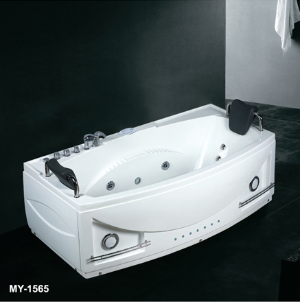 Jet corner tub and small bathtub shower combos